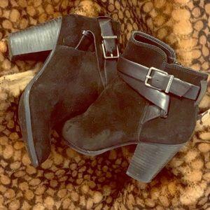 GIANNI BINI Belted, Block Heel Bootie - W's 6